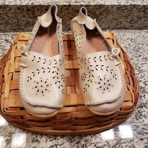 Ladies leather slip-on flats tan size (EUR)-10.5